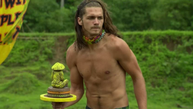 File:Survivor Philippines episode 5 reward challenge Malcolm Freberg hair down.PNG