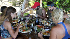 Australian-Survivor-Episode-19-Roast-Lunch-Reward---Contestants4