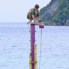 Spencer competing in the final 4 Immunity Challenge.
