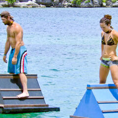 LJ and Sarah during the Immunity Challenge.