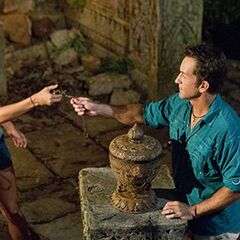 Kelley uses a Hidden Immunity Idol.