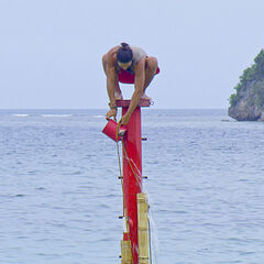 Woo competing in the final 4 Immunity Challenge.