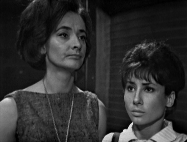 File:Susan and Barbara resist Sensorites.jpg