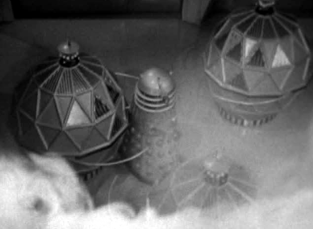 File:Dalek fighting Mechanoids.jpg