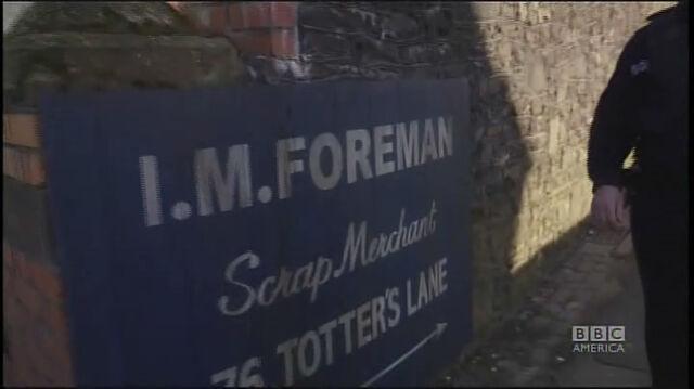 File:Totter's Lane Sign 2.jpg
