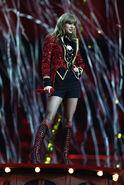 Taylor+Swift+MTV+EMA+2012+Show+de-KPy7qKnbl