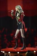 Taylor+Swift+MTV+EMA+2012+Show+DRSvwBFquDOl