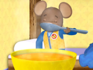 DoorMouse eats soup
