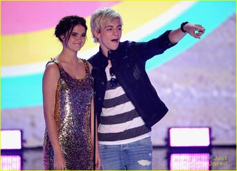 Teen Choice Awards 2013 Ross and Maia (4)