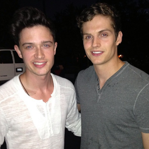 Datei:Teen Wolf Season 3 Behind the scenes Michael Fjordbak and Daniel Sharman.png