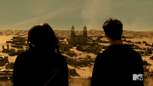 Datei:Teen Wolf Season 4 Episode 401 The Dark Moon Scott and Braeden arrive at La Iglesia.png