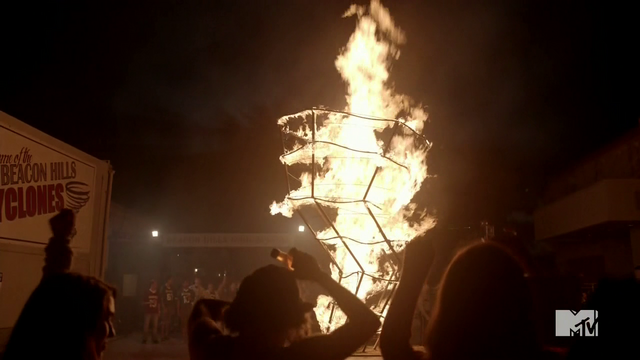 Datei:Teen Wolf Season 4 Episode 9 Perishable flaming cyclone.png
