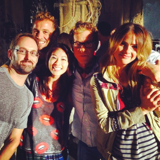 Datei:Teen Wolf Season 4 Behind the Scenes Shelley Hennig Arden Cho Russell Mulcahy Jun 26.jpg
