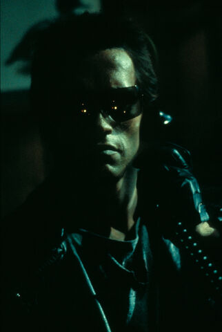 File:T1-promo-arnold-on the phone.jpg