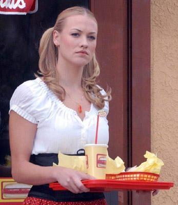 File:Yvonne strahovski as Clea close.JPG