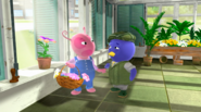 The Backyardigans Flower Power 9 Uniqua Pablo