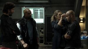 The100 S3 Watch The Thrones Marcus Pike Abby Lincoln