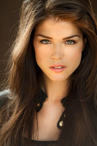 File:Marie Avgeropoulos.jpg