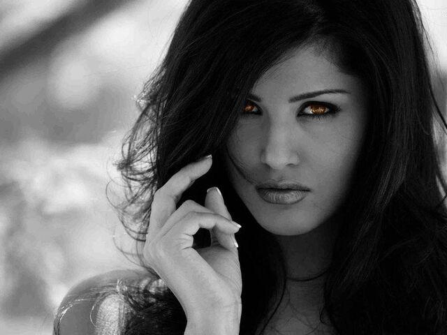 File:Ignacia Crimson.jpg