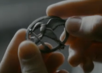 File:Mockingjay pin.png