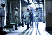 Katniss-with-peacekeepers-hunger-games1