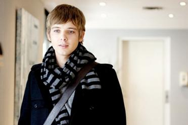 File:372px-Boy-scarf-ucoat-model-fashion.jpg