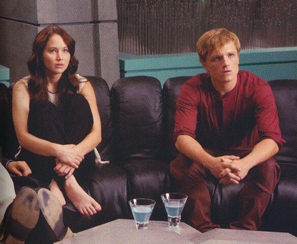 File:Katniss and Peeta awaiting.jpg