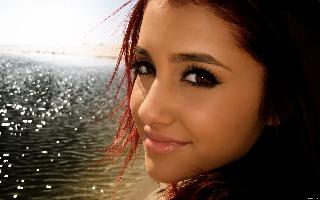 File:Ariana-grande320x240.jpg