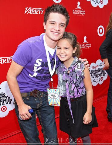 File:Josh Hutcherson and Bailee Madison.jpg
