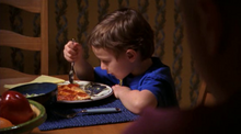 1x08 Matthew trying to eat a pizza