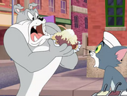 Way-Off Broadway - Spike steals Tom's hot dog