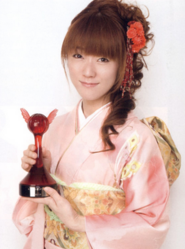 Rie Kugimiya with her award