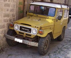 Toyota Land Cruiser yellow vl