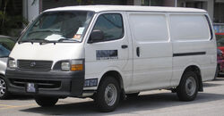 Toyota Hiace (fourth generation, first facelift) (front), Serdang