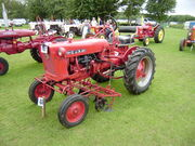 IH Cub with cultivator - P8170580