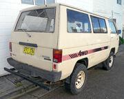 1984-1986 Mitsubishi L300 Express 4WD van (2009-11-14) 02