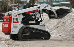 Compact tracked loader Bobcat T180