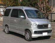 2000 Daihatsu Atrai7 01