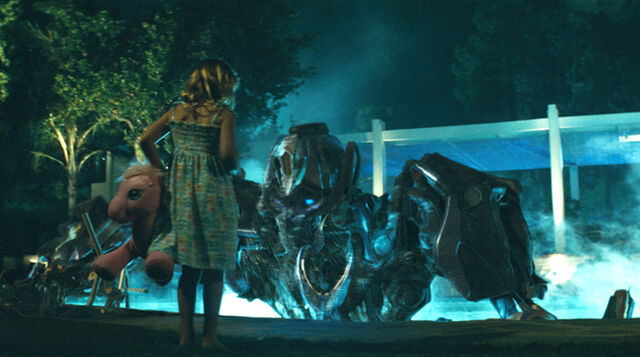 File:Movie-littlegirl&ironhide-film-pool.jpg