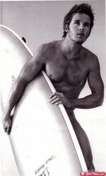 Eye-candy-ryan-kwanten-16
