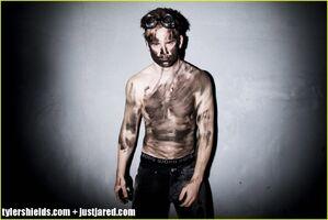 Allan-hyde-shirtless-godric-true-blood-02-1024x684