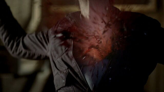 File:3x09 -franklin gets shot with a wooden bullet by jason 2.jpg