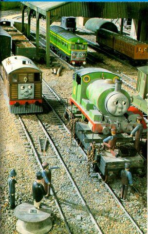 トップハム・ハット卿がパーシーを説教するシーンを他の角度から撮影した画像(未公開シーン)