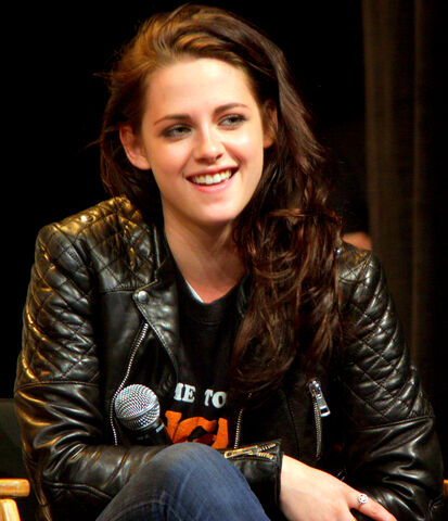 File:Kristen Stewart WonderCon 2012.jpg