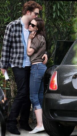 File:Robert-pattinson-and-kristen-stewart-dating.jpg