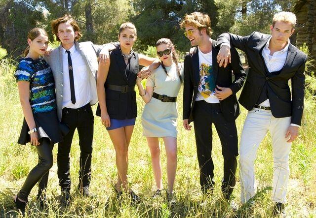 File:Twilight-Cast-twilight-movie-6487526-700-484.jpeg