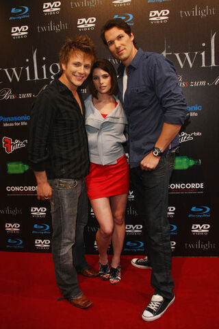 File:Twilight+Fan+Party+7J8EieUwoz0l.jpg