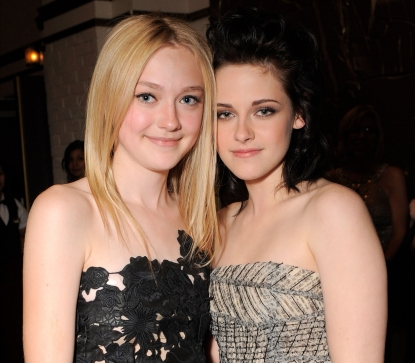 File:107202 dakota-fanning-and-kristen-stewart-at-the-premiere-of-summit-entertainments-the-twilight-saga-new-mo.jpg