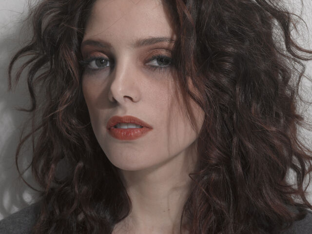 File:TTS - Glamour Outtakes (24)-ashley-greene.jpg