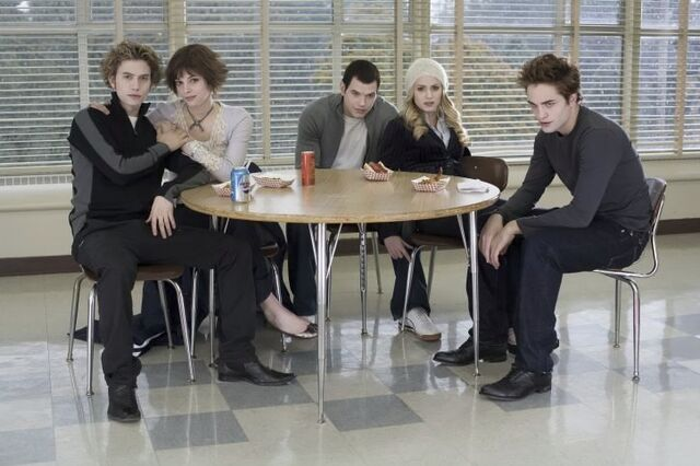 File:The-cullens-twilight-series-2552855-725-483.jpg